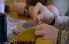 تولید کفش توسط 2 خواهر